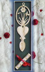 daffodil welsh love spoon